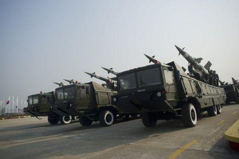 Misil udara milik militer Myanmar saat parade di Naypyidaw, pada 27 Maret 2016. (AFP)