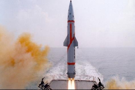 Rudal Dhanush berkemampuan nuklir dari kapal perang pada Jumat (23022018). (ordo.gov.in)