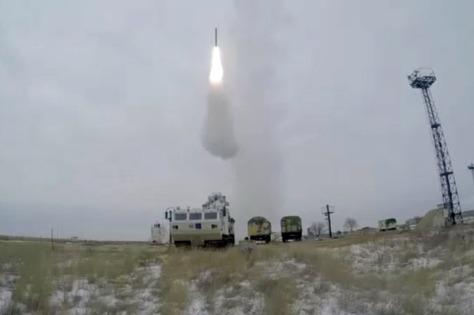 Rusia berhasil melakukan uji coba sistem pertahanan udara Tor-M2DT di Arktik. (Istimewa)