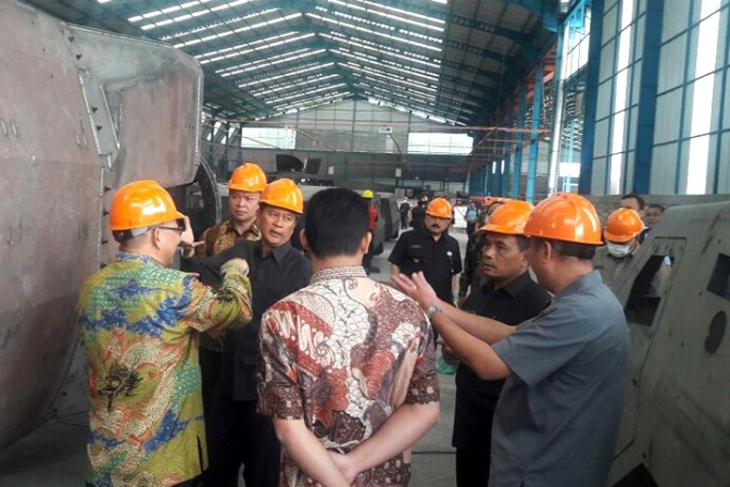 Sekjen Kemhan Kunjungan PT Karya Tugas Anda di Pasuruan, Tinjau Pembuatan Ransus Pesanan Paskhas TNI AU