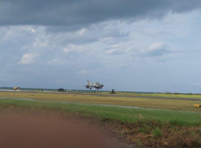 Pesawat Tempur Hawk 100/200 Serang Kilang Badak LNG