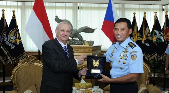 TNI AU Tingkatkan Kerjasama Pertahanan dengan Republik Ceko Slovakia