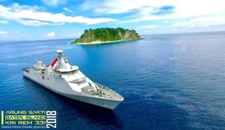KRI Raden Eddy Martadinata-331 berpatroli diwilayah perbatasan NKRI dengan Timor Leste. (TNI AL)