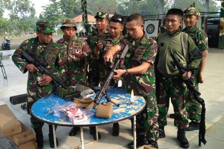 Marinir Uji Coba Senjata Laras Panjang Jenis Infantery Assoult Rifle (IAR)