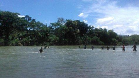 Peristiwa kecelakaan terjadi pada kendaraan lapis baja Tank milik TNI AD di Sungai Bogowonto, Kabupaten Purworejo, Sabtu (10032018). (Tribunnews)